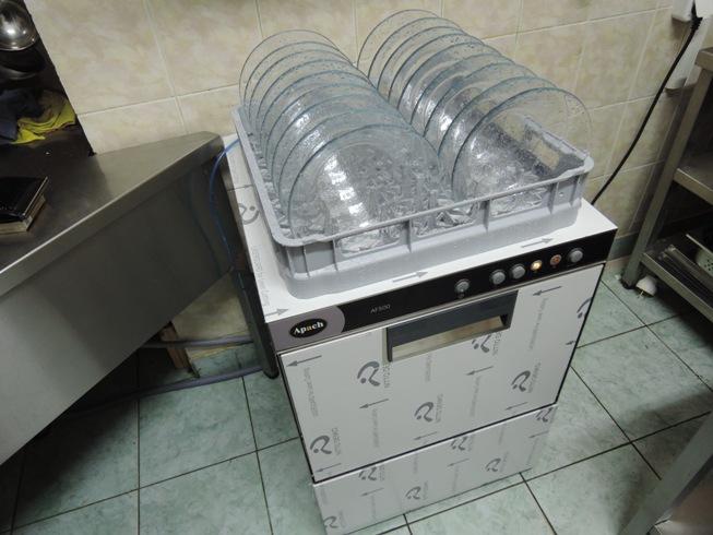Посудомоечная машина Apach-AF500P с  мытыми тарелками Apach-AF500P